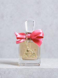 Nước hoa Viva la Juicy tỏa hương trong vòng một cánh tay
