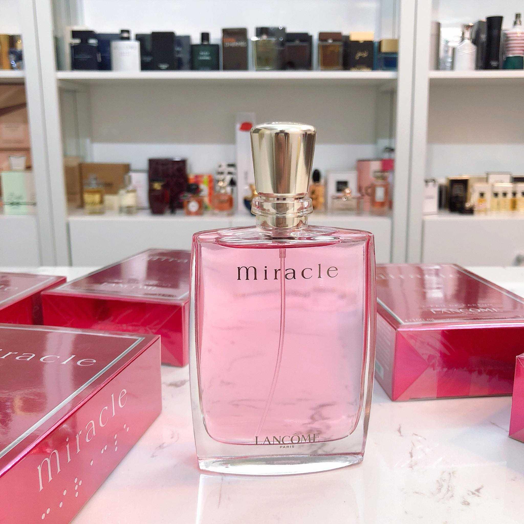 Chai nước hoa Lancome Miralce được thiết kế cực yêu