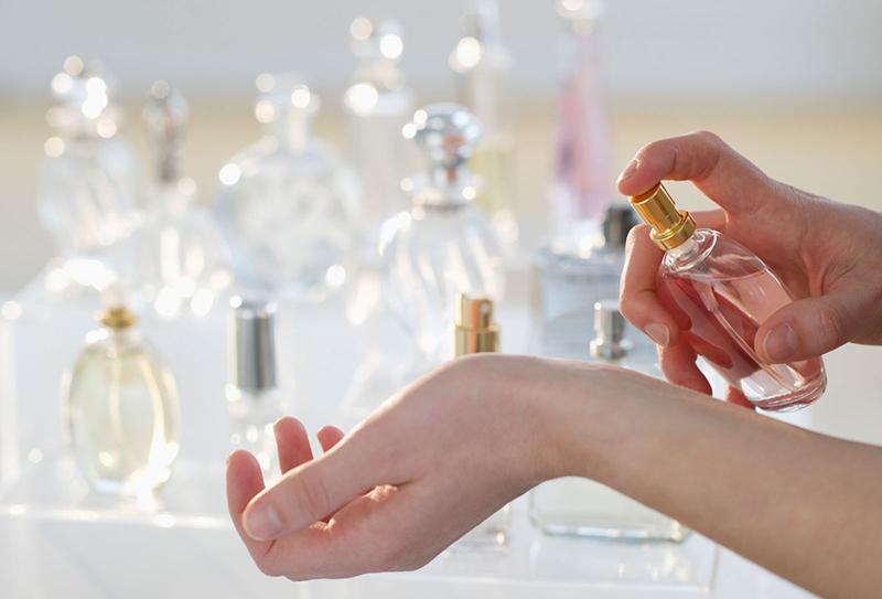Cách sử dụng nước hoa bỏ túi hiệu quả mà bạn chưa biết