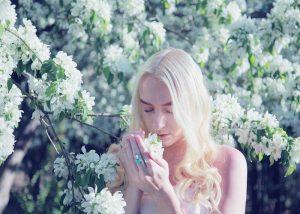 Cách sử dụng nước hoa theo mùa CHUẨN tạo phong cách riêng